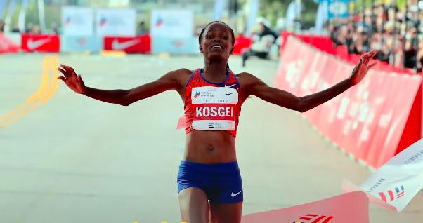 Kenyan Kosgei smashes marathon world record in Chicago - Sports Leo