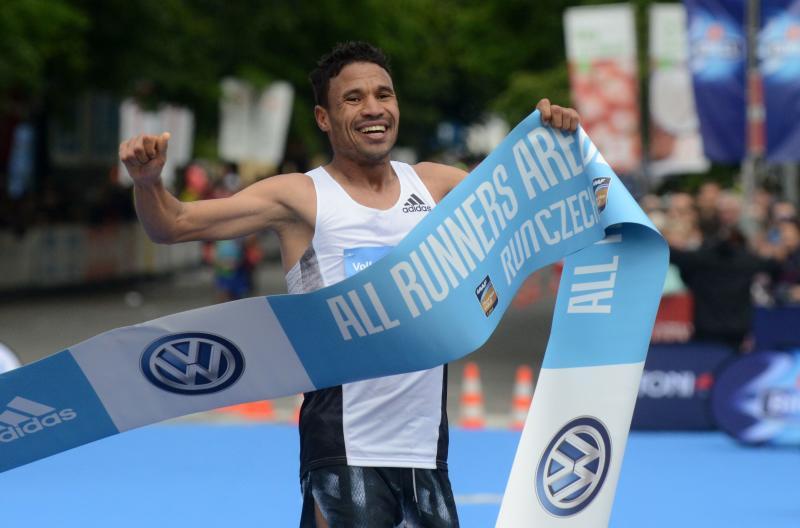 Home favourite Dazza wins 73rd Fukuoka Marathon - Sports Leo