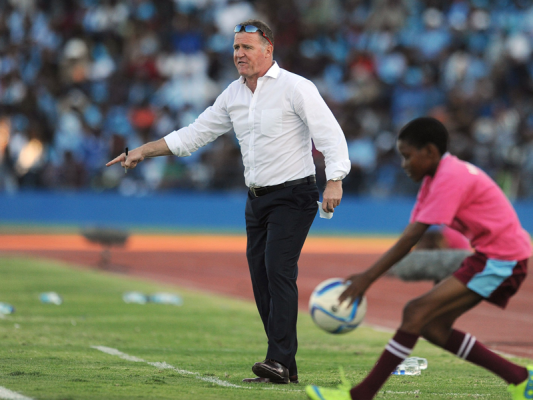 Liberia extends football coach Peter butler contract to 2021 - Sports Leo